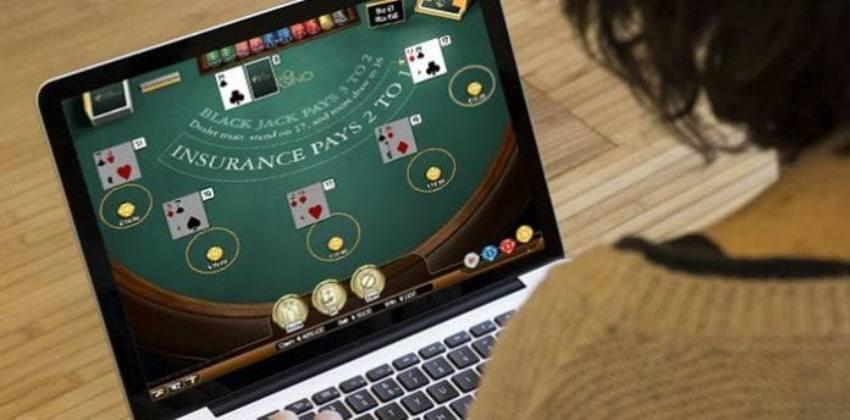 Como jogar blackjack online?